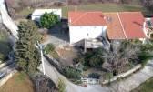 Otok Krk,Kras,stara kamena kuća u dobrom stanju+kuća u izgradnji sa velikom okućniom i vrtom