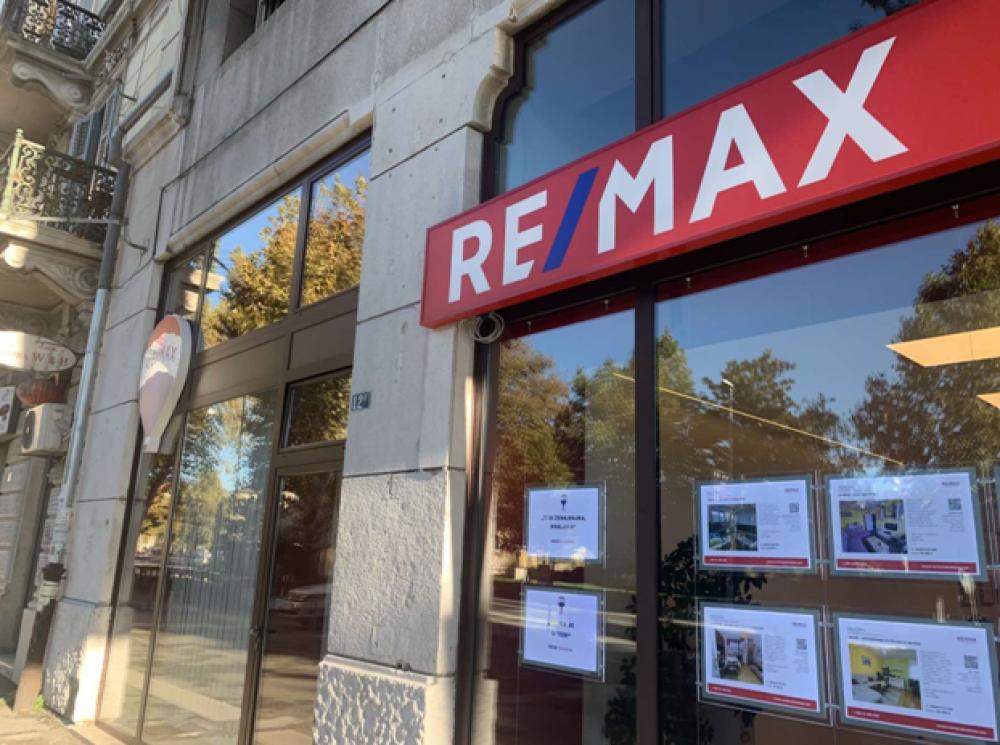 Izlozi Remax Centra nekretnina i ovog mjeseca odaslali važnu poruku